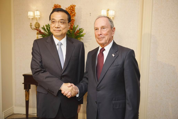 Li Keqiang, Premier of the State Council of the People's Republic of China, and Michael R. Bloomberg at a meeting in New York, September 20, 2016.