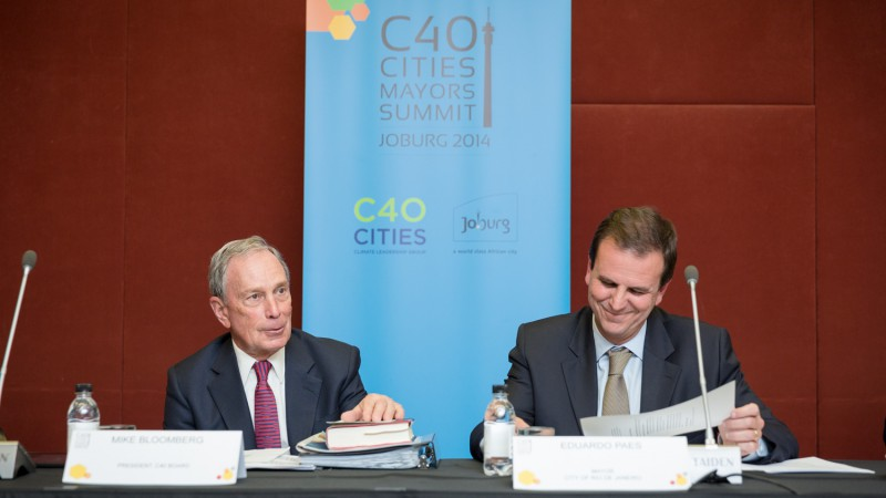 C40 Board of Directors President Mike Bloomberg and new C40 Chair Mayor Paes of Rio de Janeiro at the C40 Cities Mayors Summit in Johannesburg, South Africa.
