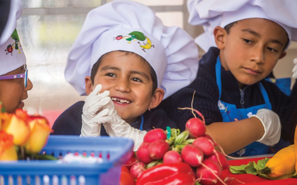 Kids in Quito, Ecuador, enjoy healthier food in school cafeterias through the Partnership for Healthy Cities. Credit: Juan Carlos Bayas