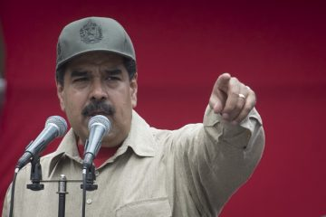 Nicolas Maduro, president of Venezuela, speaks during a ceremony with Militia members in Caracas, Venezuela, on Monday, April 17, 2017. Maduro approved a plan for Defense Minister Vladimir Padrino Lopez to expand Venezuela's voluntary militia forces to 500,000 men and equip each of them. Photographer: Carlos Becerra/Bloomberg