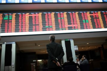 A visitor views the electronic board displaying stock activity at the Brasil Bolsa Bacao (B3) stock exchange in Sao Paulo, Brazil, on Thursday, May 18, 2017. Brazil's Ibovespa Index tumbled 7.9 percent, the most since August 2011, as political crisis returned to the country after last year's impeachment process. Photographer: Patricia Monteiro/Bloomberg